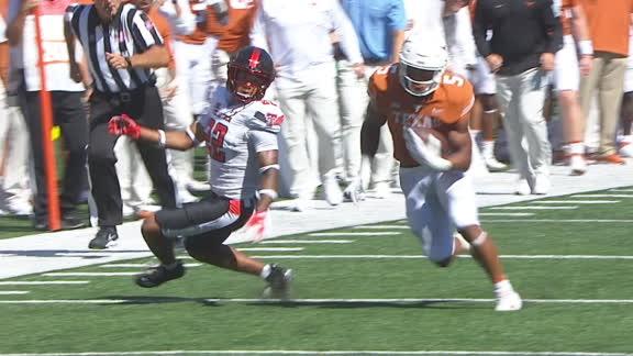 Bijan Robinson jukes Texas Tech defenders for 38-yard TD