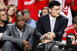 Dikembe Mutumbo & Yao Ming
