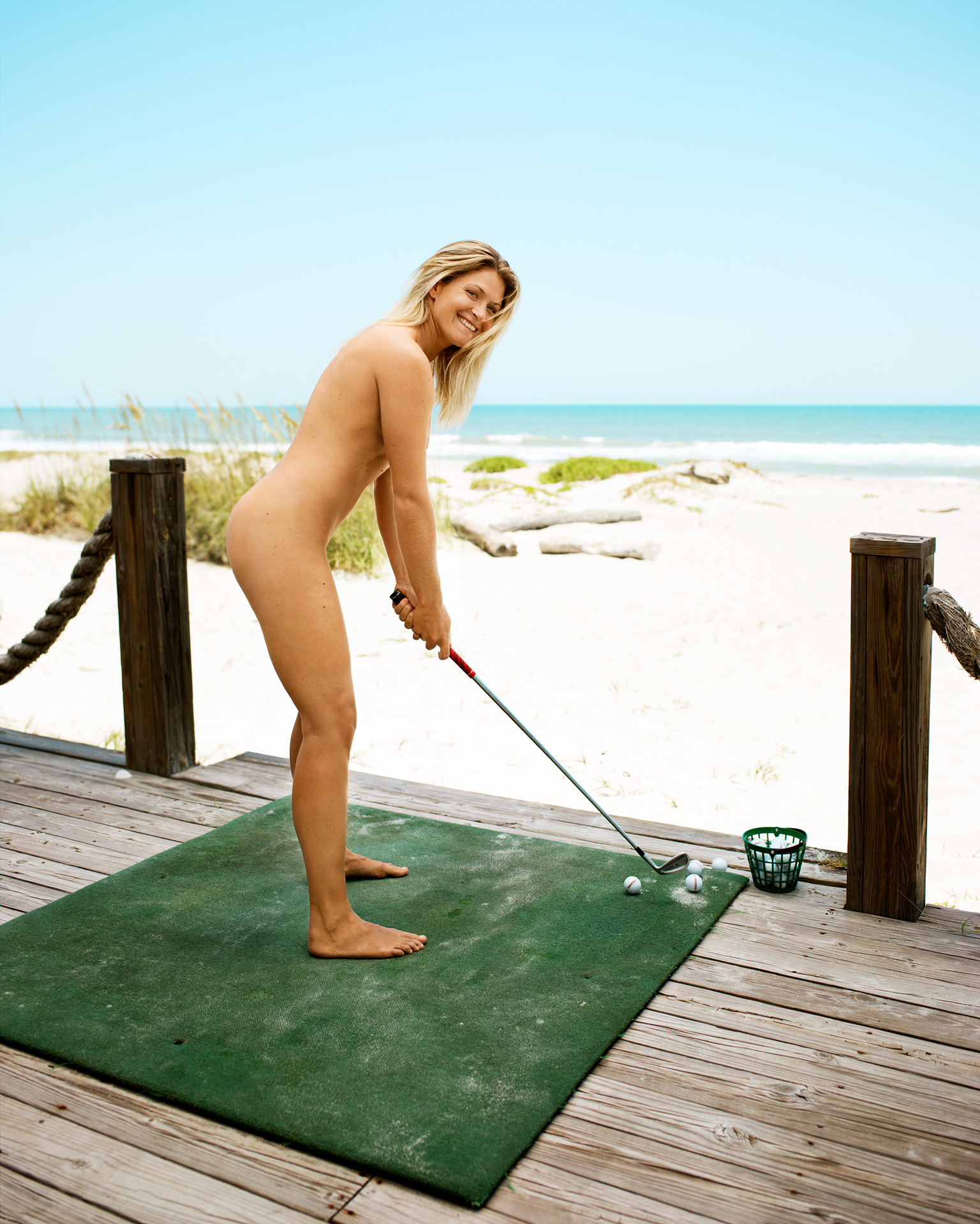 girls playing golf in nude