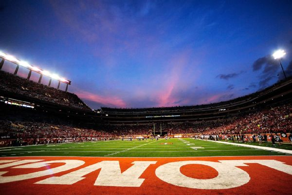 UT to rename field after RBs Campbell, Williams