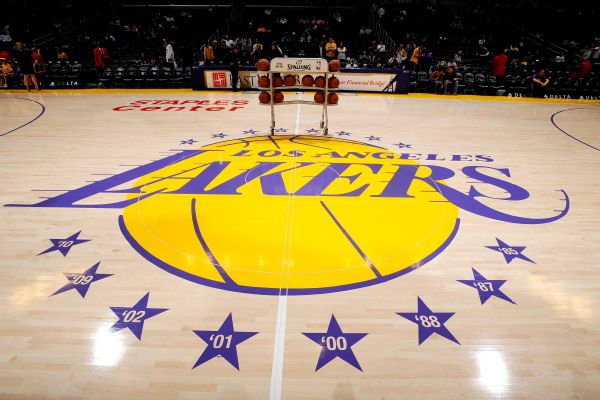 Bettors put most money on Lakers to win