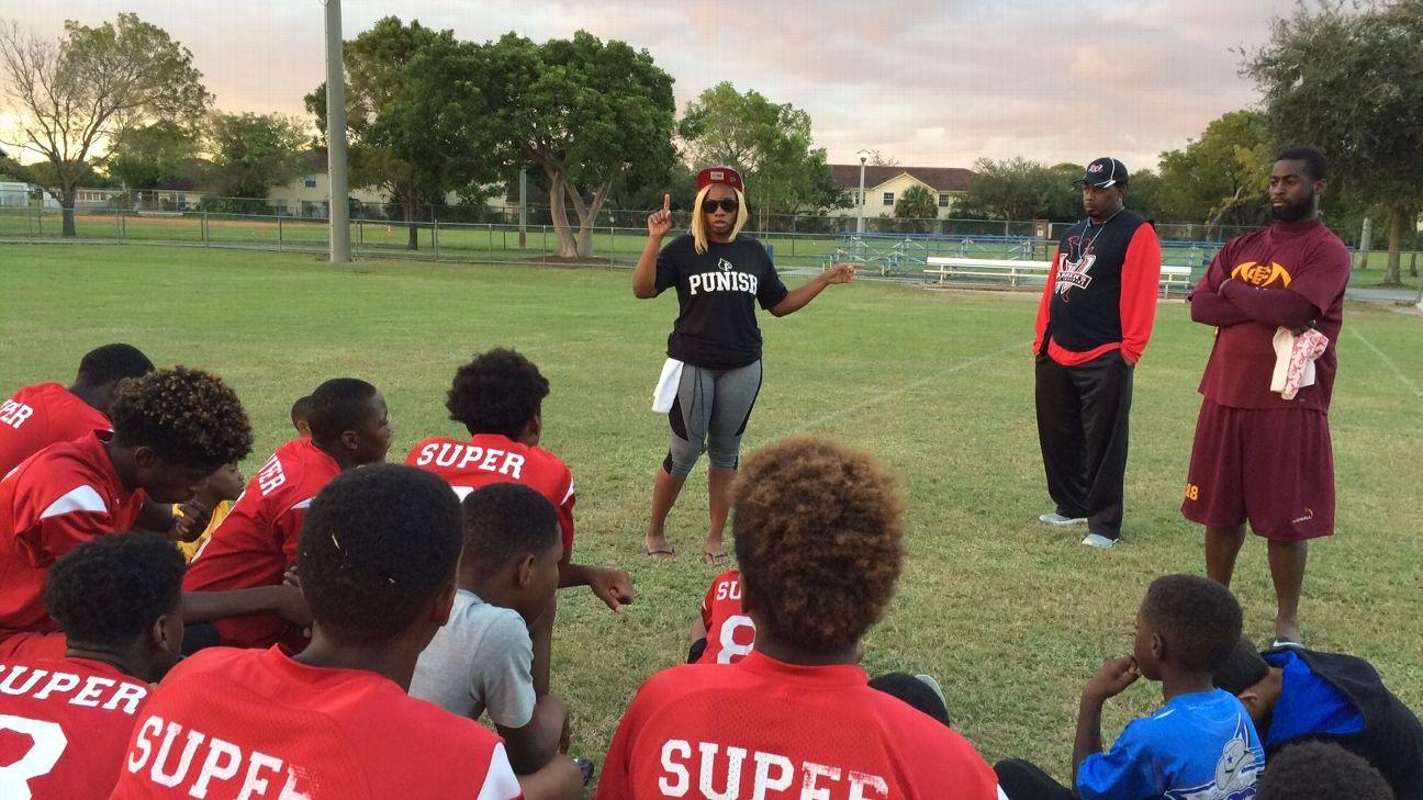 Louisville Cardinals Quarterback Lamar Jackson S First Trainer Was His Mother