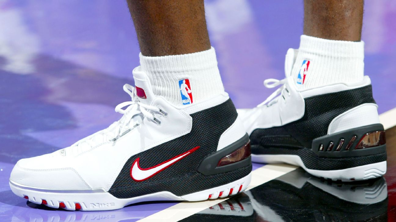 Nba Story Behind Lebron S Nike Ad For Debut Shoe