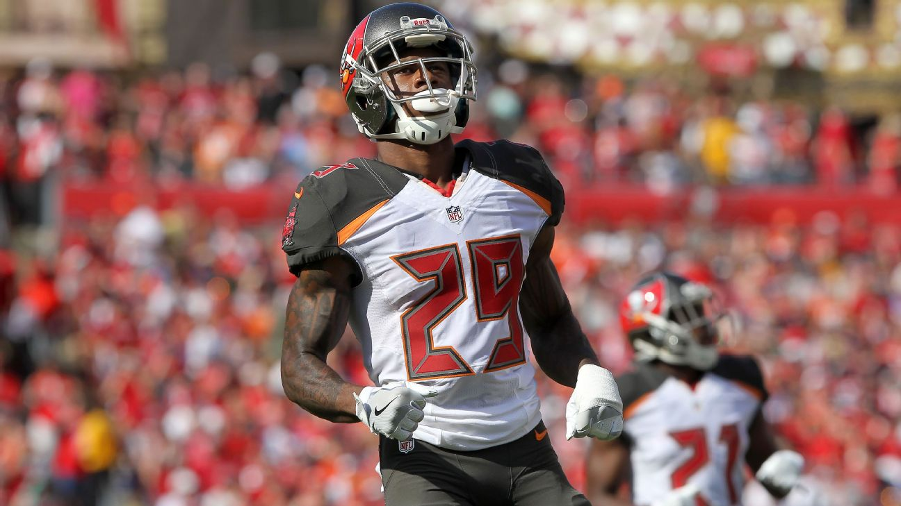 c5c928a4 Bucs CB Smith handed four-game suspension