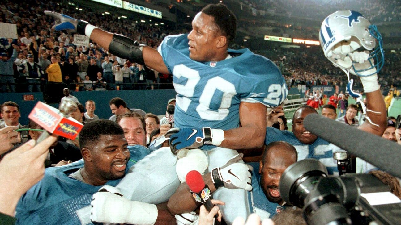 Barry Sanders carried off the field by Lions teammates
