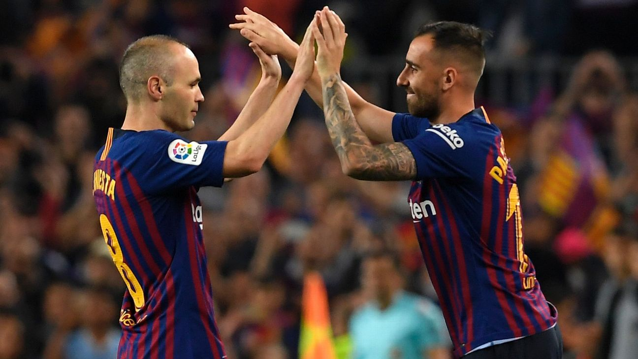 Alcacer is all smiles as his teammate and footballing legend leaves the  Camp Nou surface for the final time in Barca colours. 9214cee53e5
