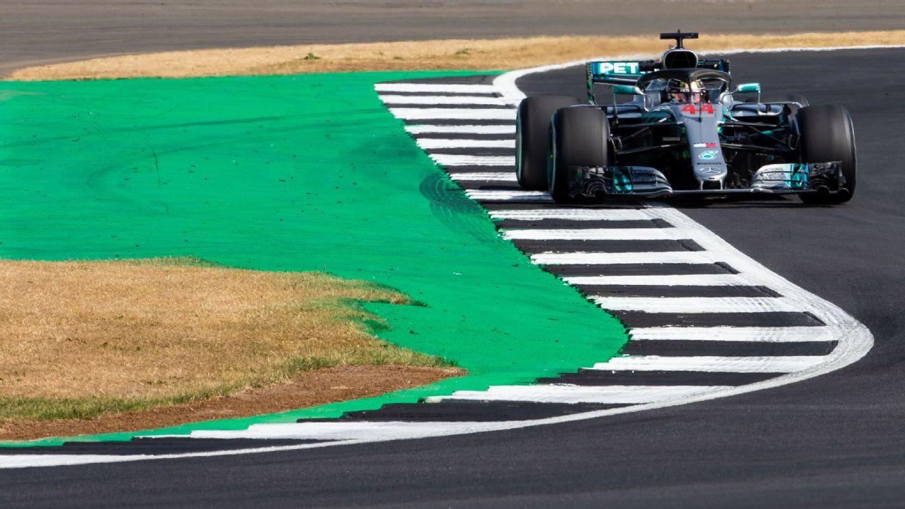 Lewis Hamilton durante la primera práctica libre para el Gran Premio de Gran Bretaña.