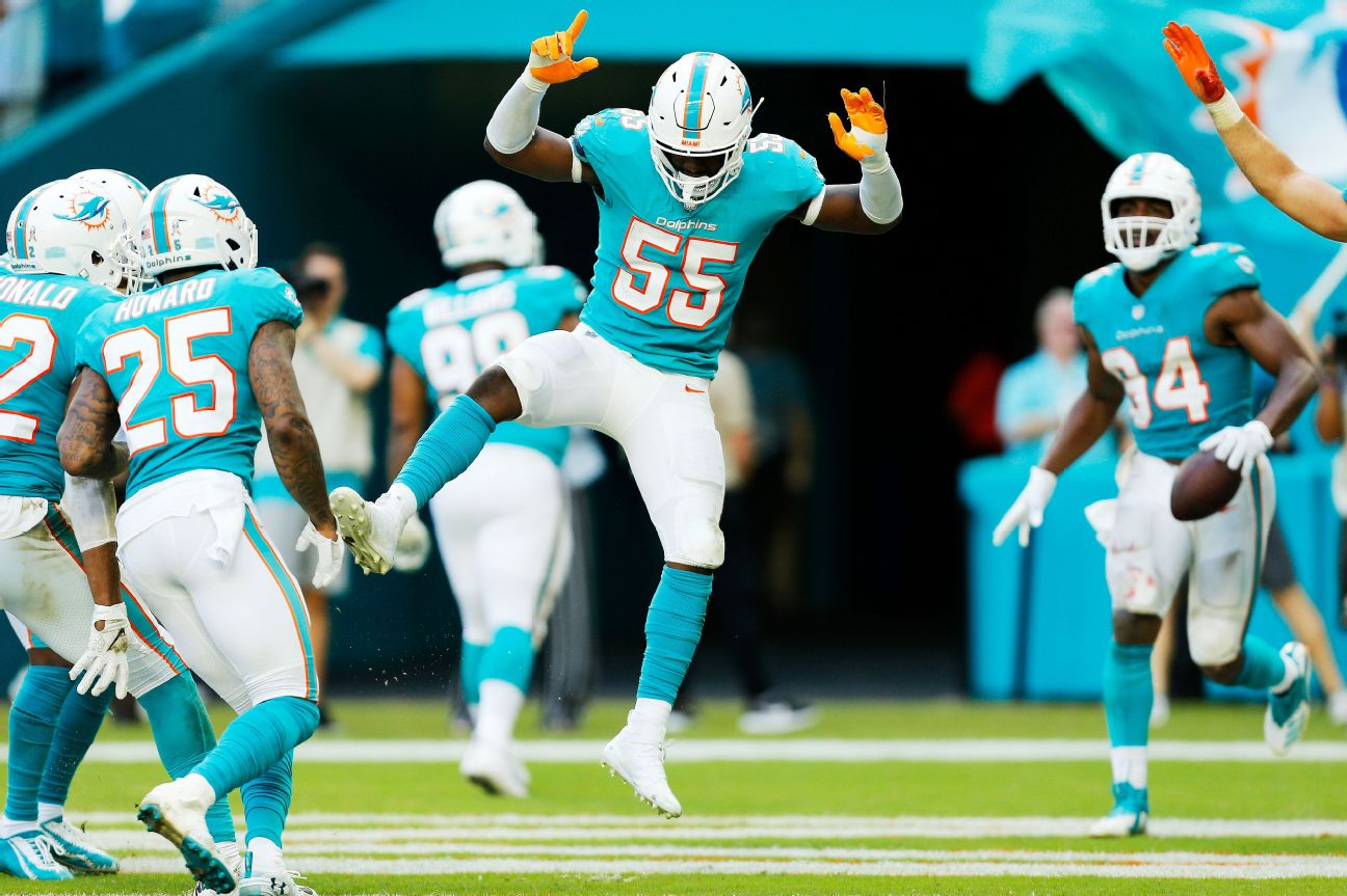 Dolphins reach $39M extension with LB Baker