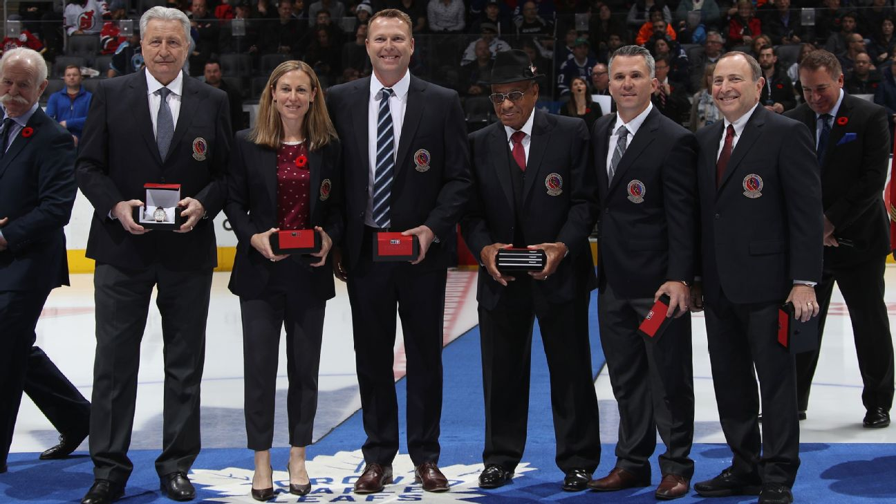 Nhl Welcomes Willie O Ree Gary Bettman Martin Brodeur Among Hall