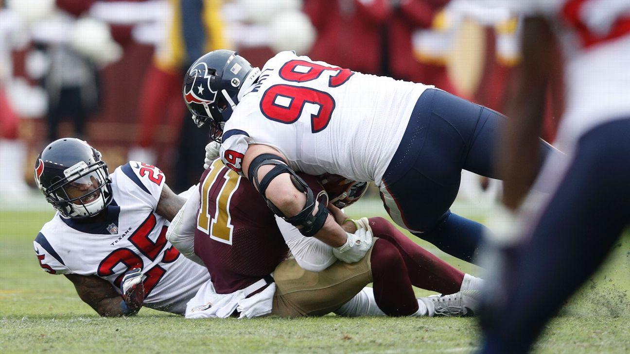 Alex Smith breaks leg