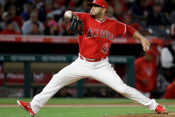 Giants sign veteran lefty Alvarez to 1-year deal