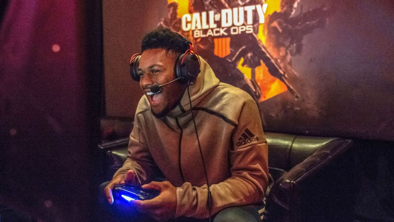 JuJu Smith-Schuster wants to play football all day and video games all night. Who says the Steelers wide receiver can't have it all?