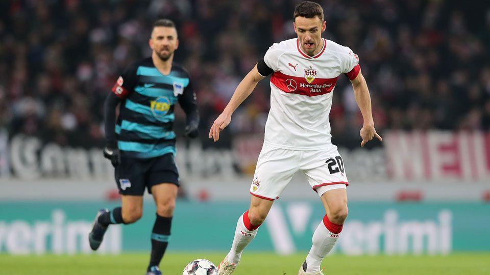 Resultado de imagem para Logo após Stuttgart vencer Hertha de virada, pai de capitão da equipe morre no estádio