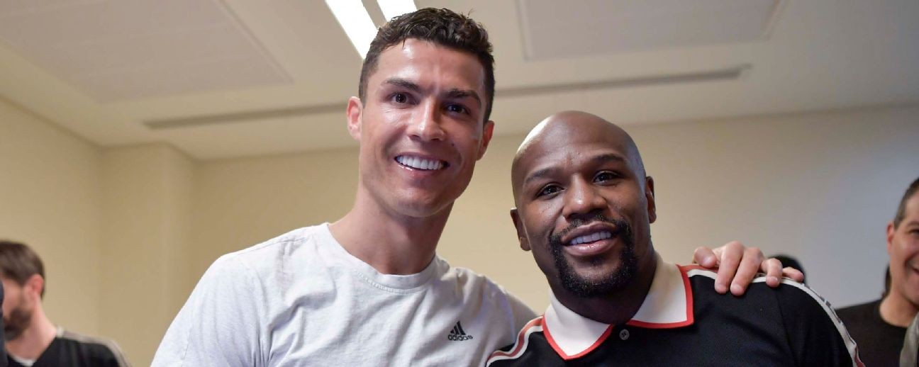 Cristiano Ronaldo of Juventus celebrates with the world boxing champion Floyd Mayweather