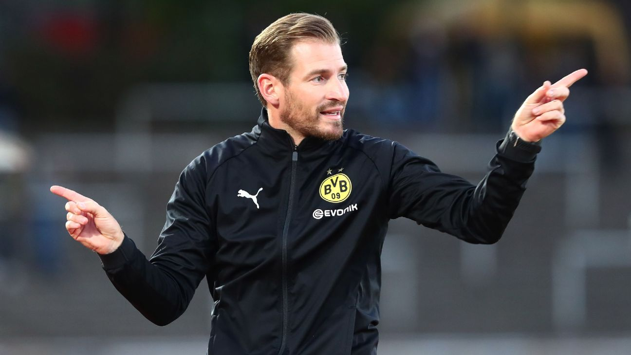 Head coach Jan Siewert of Borussia Dortmund II