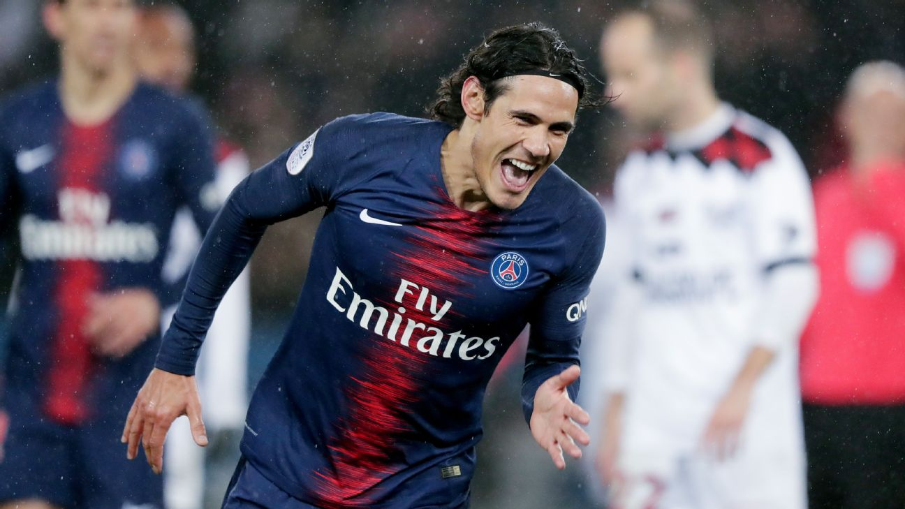 Edinson Cavani celebrates after scoring in Paris Saint-Germain's Ligue 1 win over Guingamp.