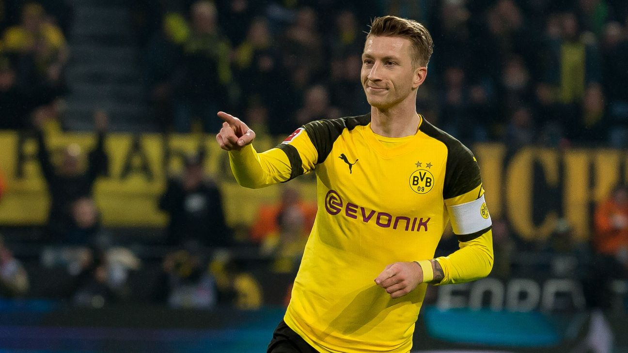 Marco Reus celebrates after scoring in Borussia Dortmund's Bundesliga win over Hannover.