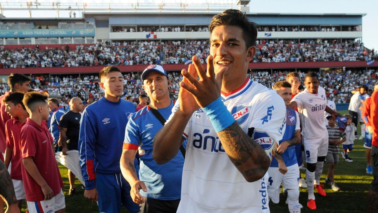 Uruguayan Diego Polenta has joined the LA Galaxy from Nacional ahead of the 2019 season.