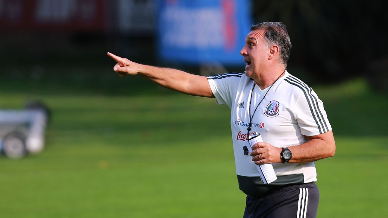 Gerardo Martino shouts instructions to his players during Mexico training.