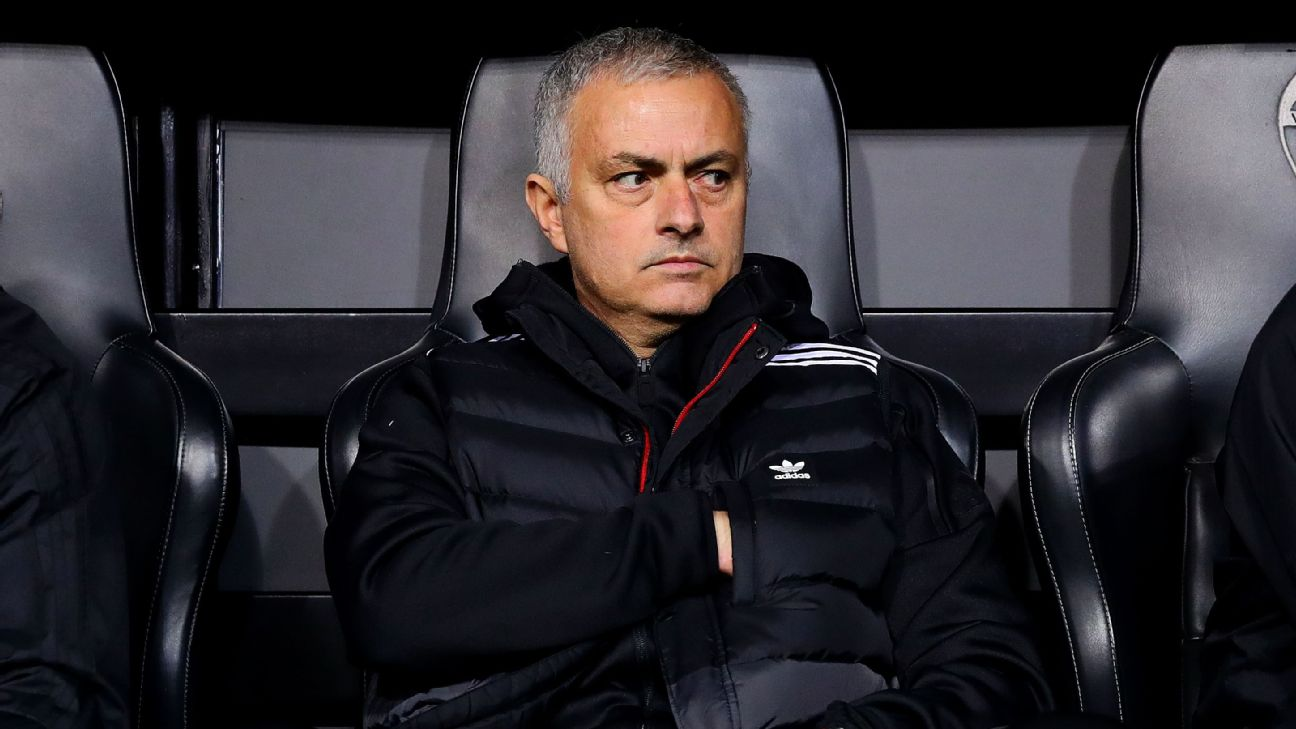 Jose Mourinho on the bench during Manchester United's Champions League clash away at Valencia