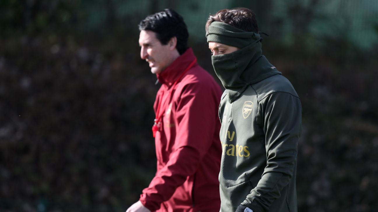 Arsenal manager Unai Emery with Mesut Ozil during training