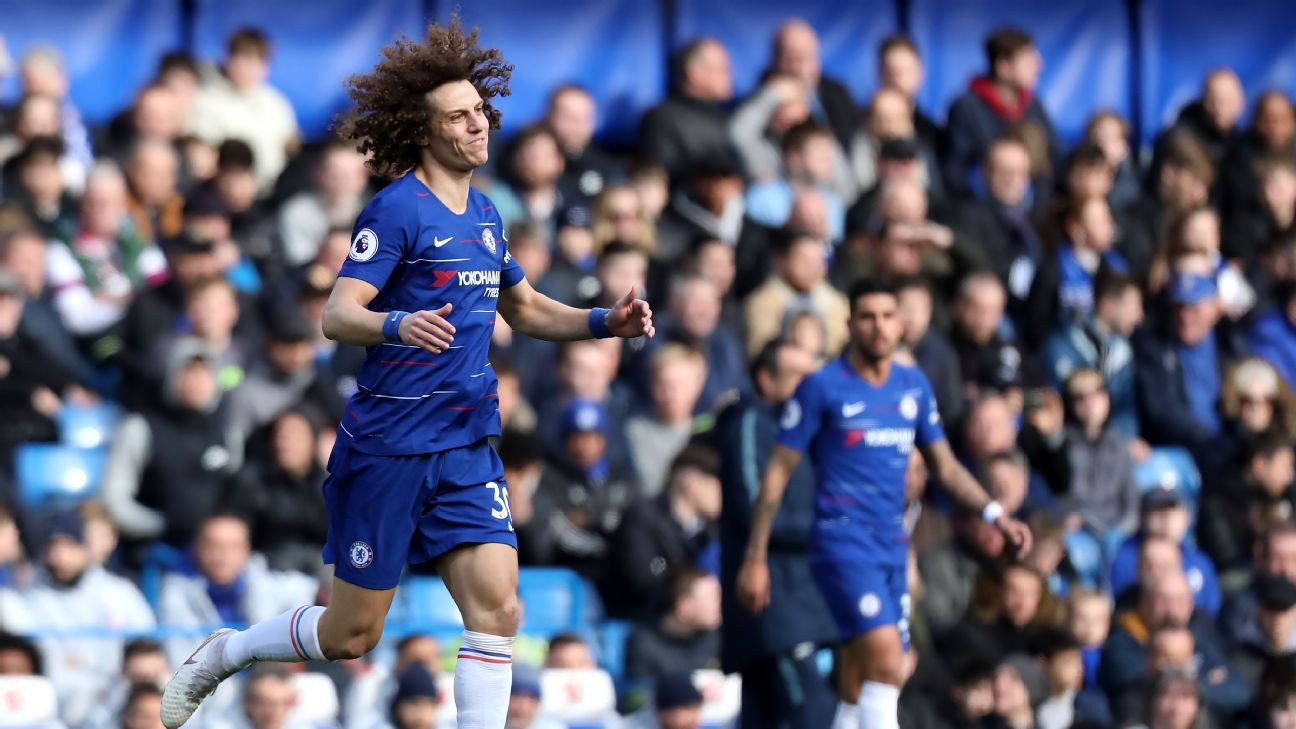 David Luiz reacts during Chelsea's Premier League draw against Wolves.