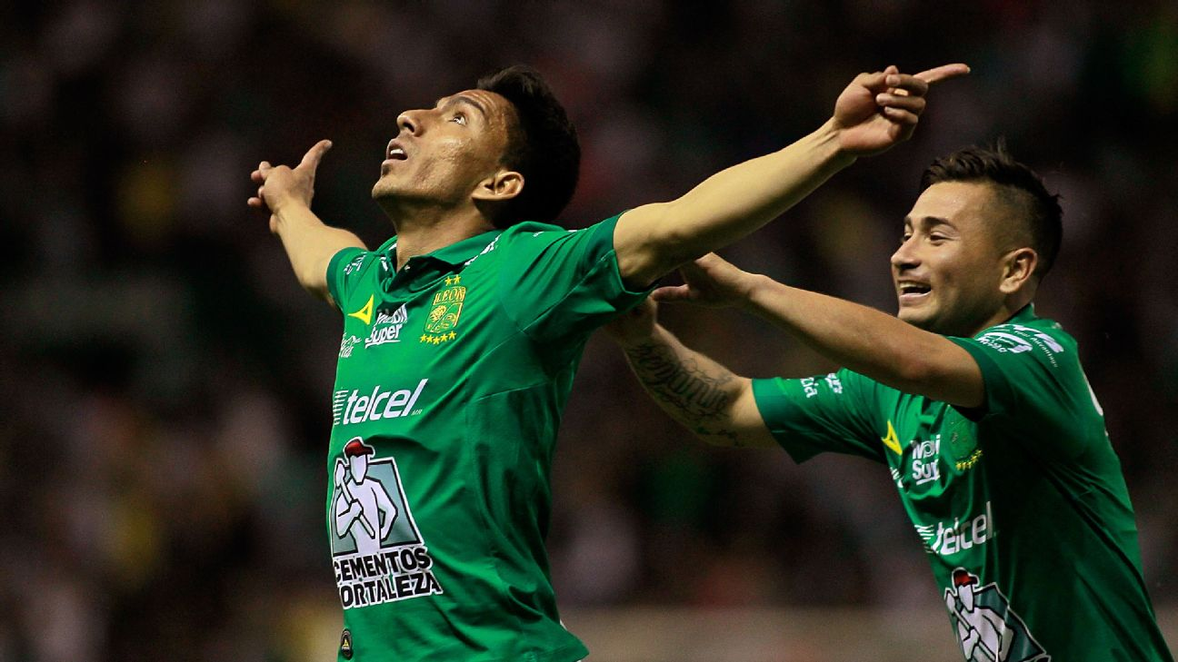 Angel Mena celebrates after scoring in Leon's Liga MX match against Santos Laguna.