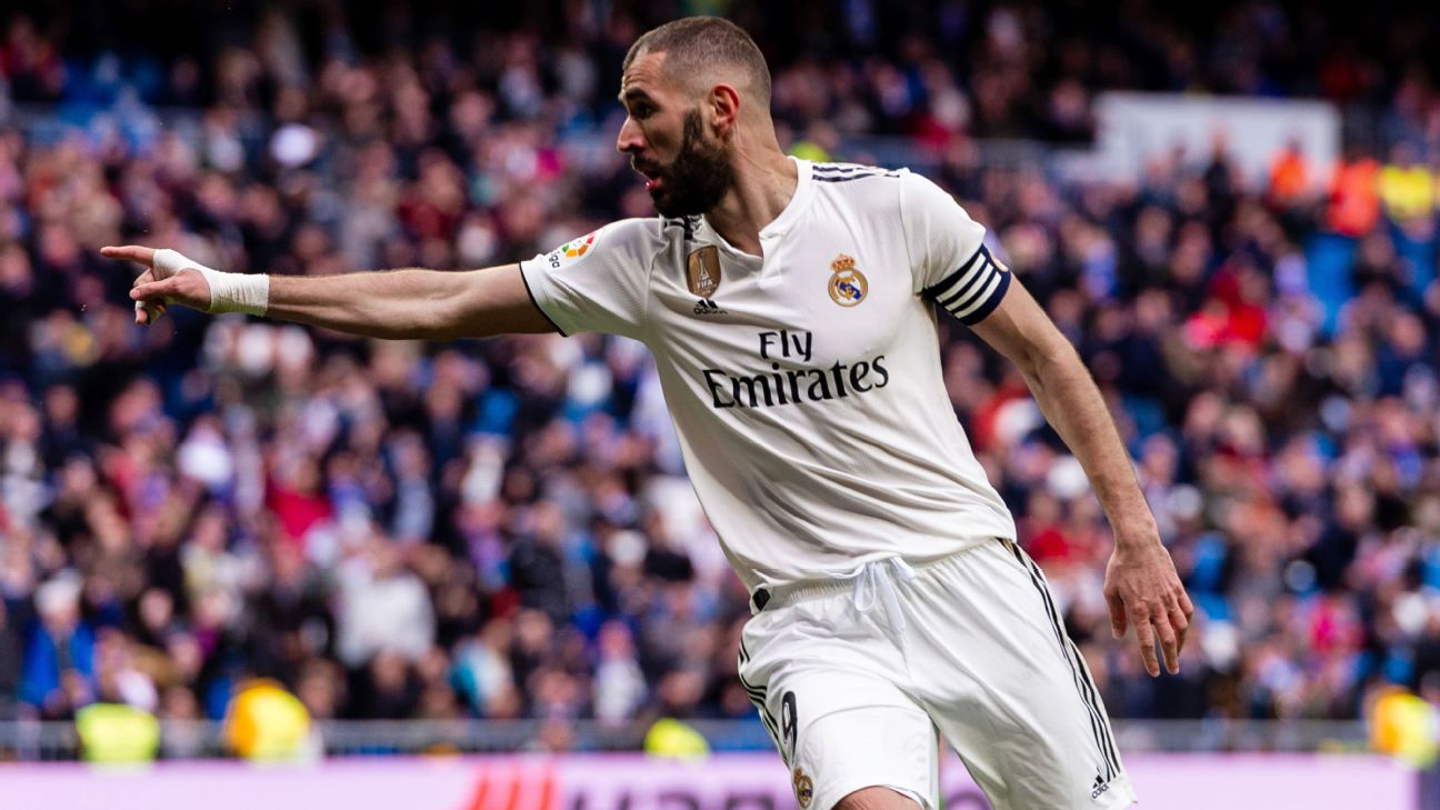 Karim Benzema scored twice in Real Madrid's La Liga game against Eibar.