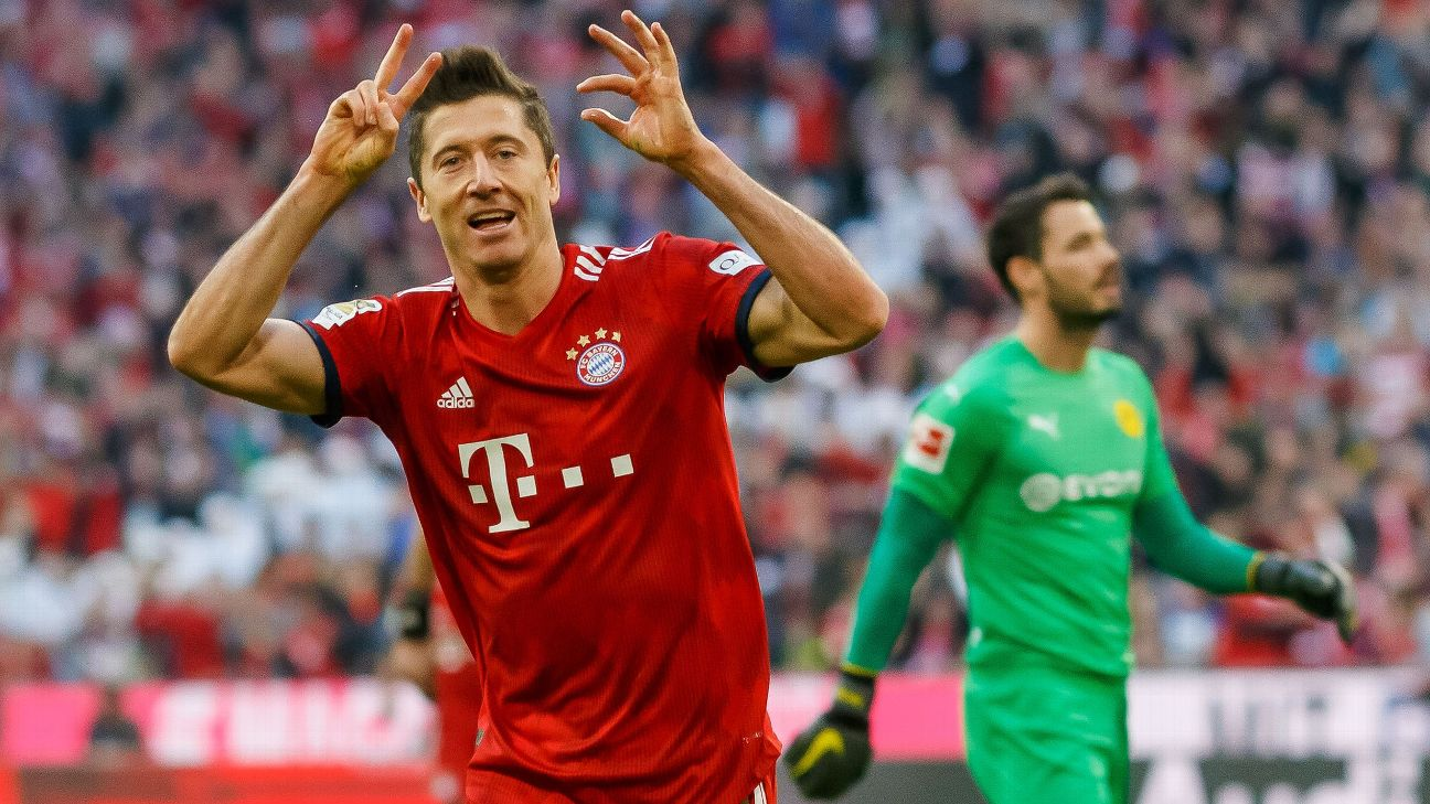 Robert Lewandowski celebrates his 200th Bundesliga goal during the win against Borussia Dortmund.