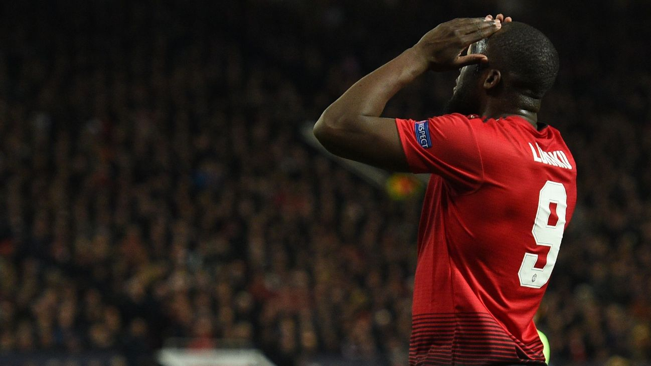 Romelu Lukaku reacts during Manchester United's Champions League loss to Barcelona.