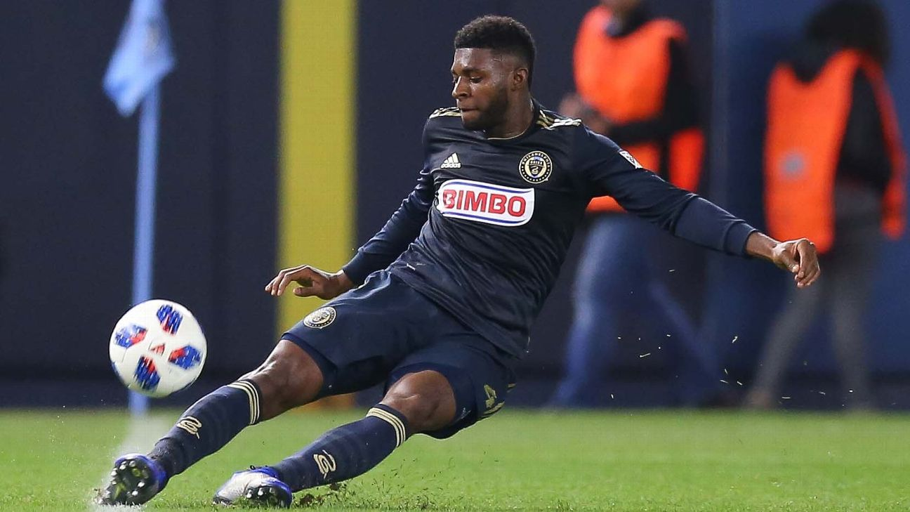 Mark McKenzie controls the ball during the Philadelphia Union's MLS match against New York City FC.
