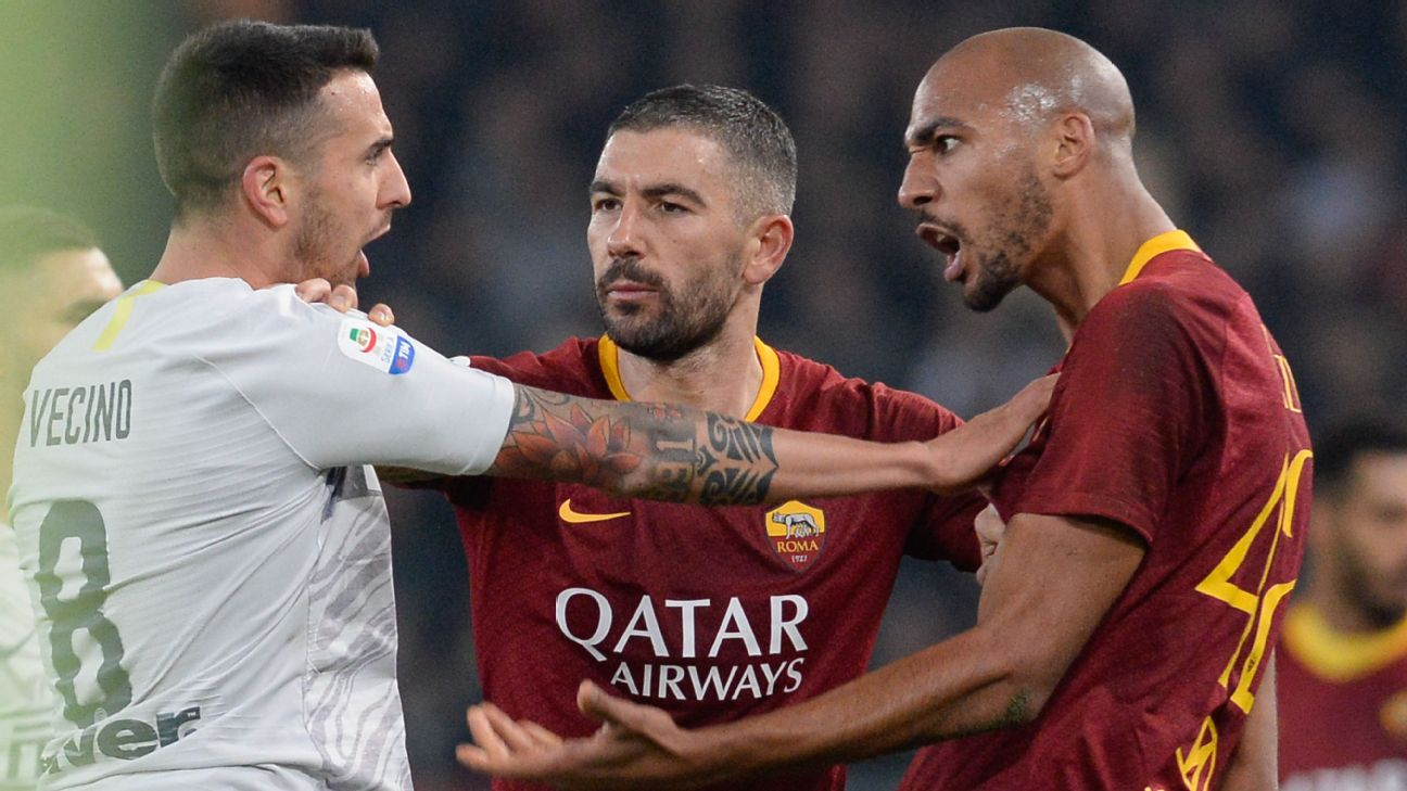 Matias Vecino and Steven N'Zonzi argue during the Serie A match between Inter Milan and Roma.