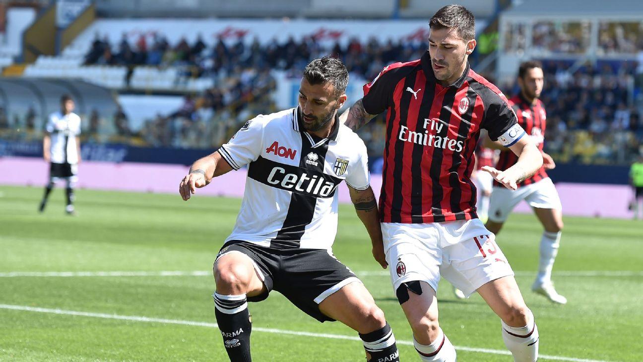 Fabio Ceravolo  and Alessio Romagnoli battle for the ball at Stadio Ennio Tardini