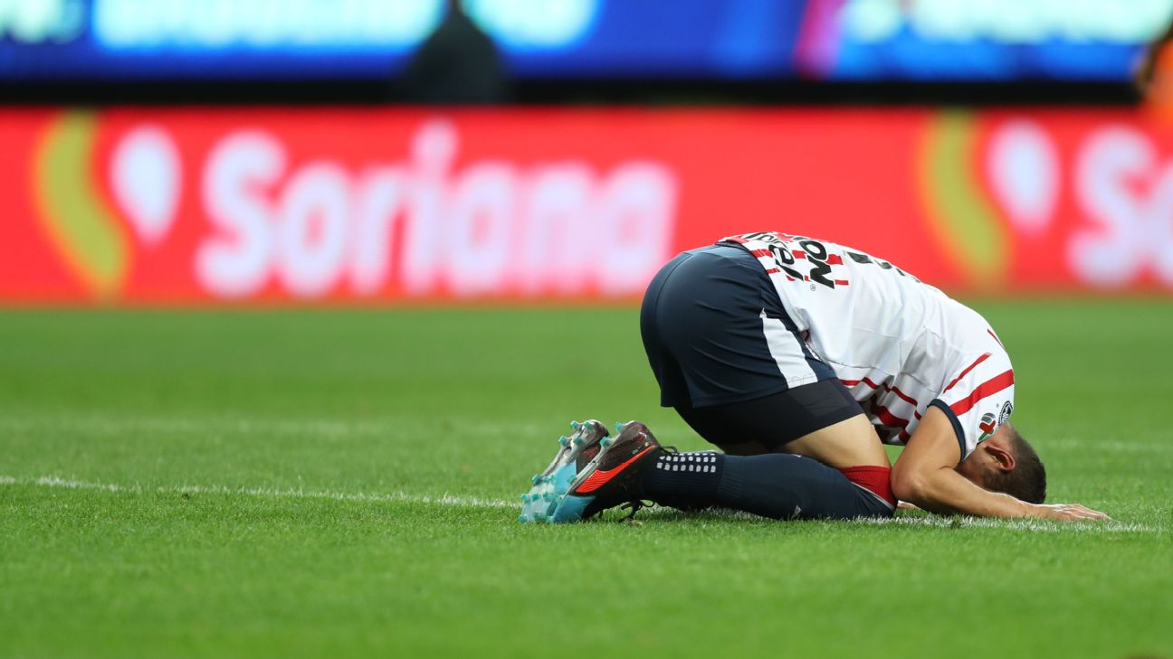 Jesus Molina reacts during Chivas' Liga MX loss to Puebla.
