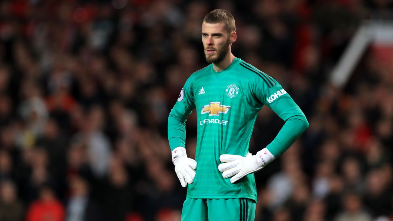 David De Gea looks on during Manchester United's Premier League loss to Manchester City.
