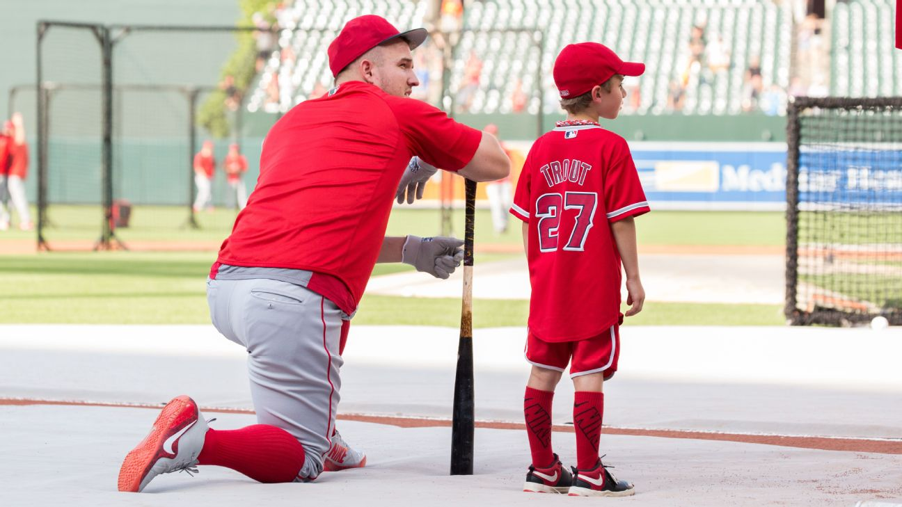 on sale ec4fa 92b67 The inside story of the viral 7-year-old Mike Trout fan and ...