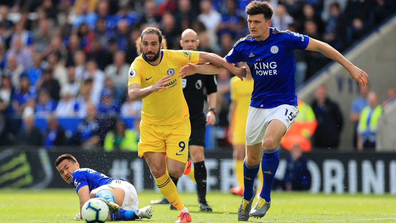 Chelsea's Gonzalo Higuain (left) and Leicester City's Harry Maguire (right) battle for the ball