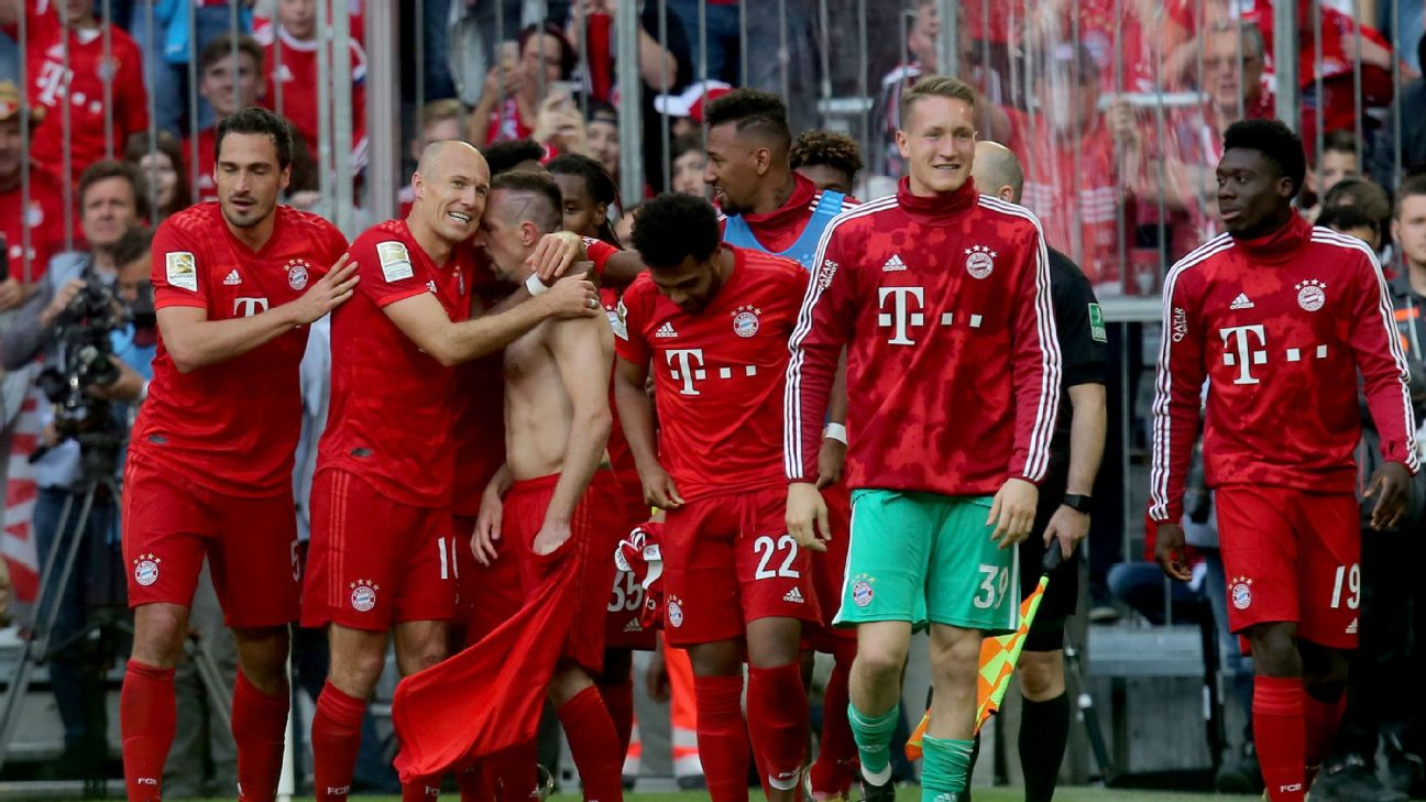 Arjen Robben of FC Bayern Muenchen and Franck Ribery of FC Bayern Muenchen celebrate after scoring his team's fourth goal