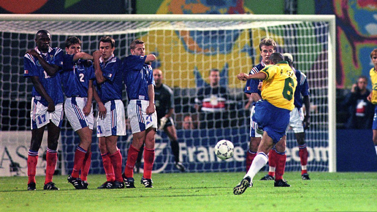 Roberto Carlos free kick 1997 v France