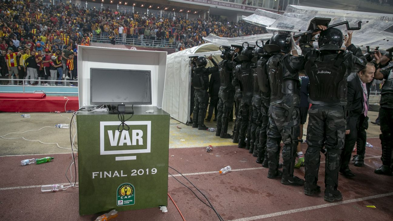 Players leave the field during the CAF Champions League final after a dispute over VAR.