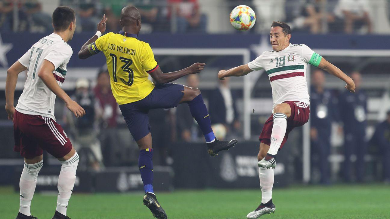 Resultado de imagen para fotos triunfo de México 3-2 sobre Ecuador