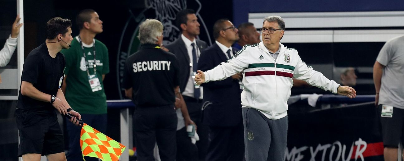Head coach of Mexico Gerardo Martino reacts during the match between Ecuador and Mexico