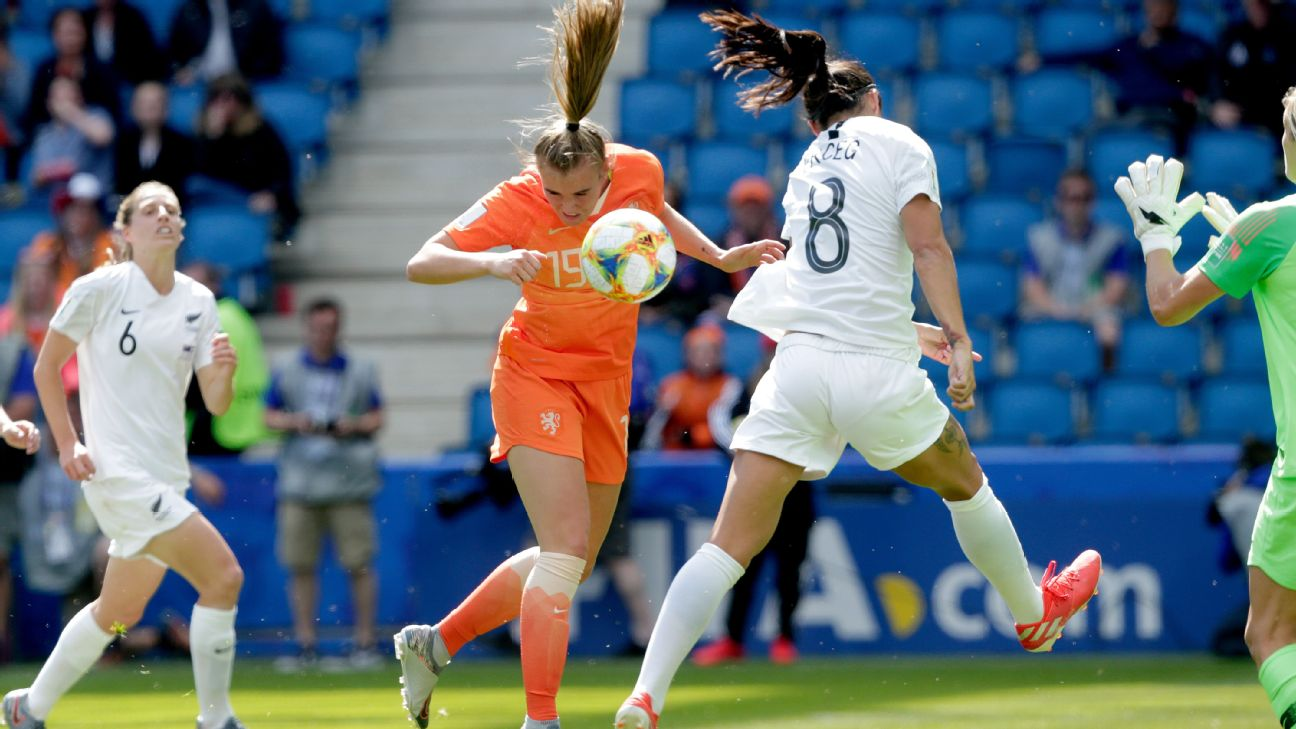 The Netherlands' Jill Roord scores the winning goal on a header in the 92th minute against New Zealand.