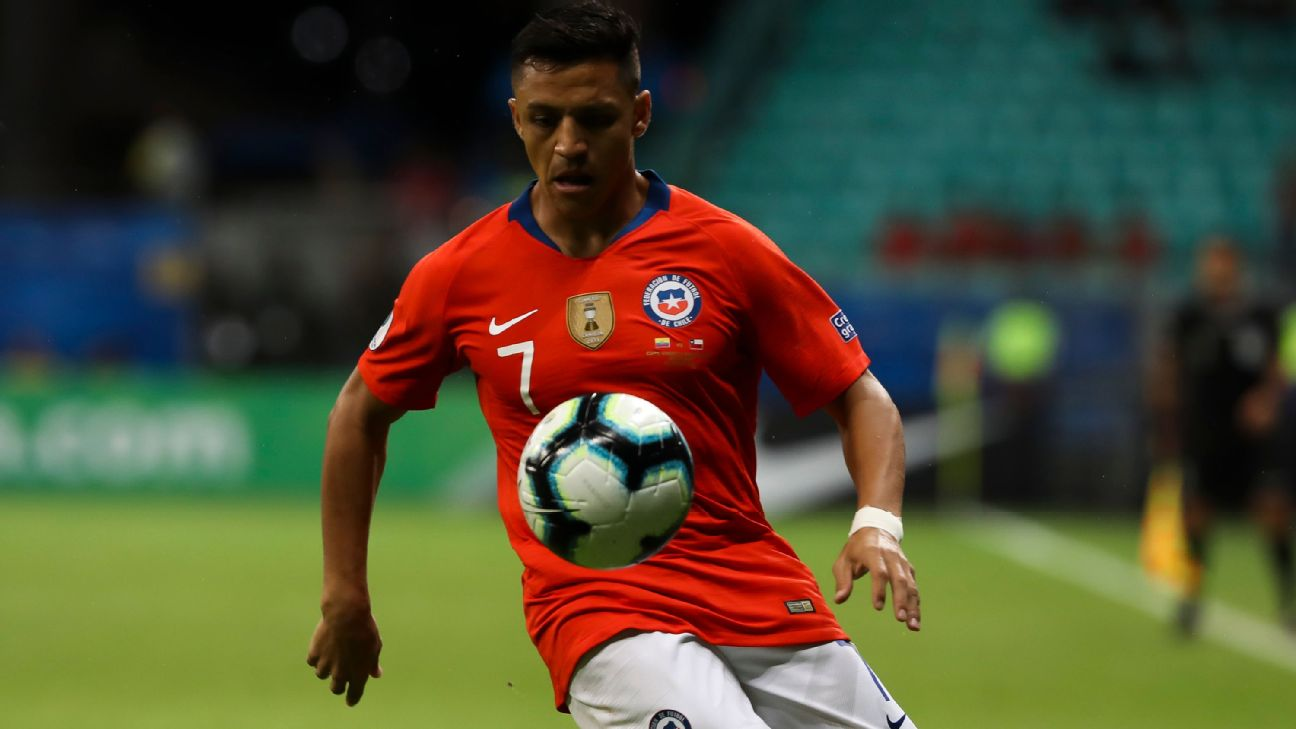 Chile's Alexis Sanchez controls the ball in a Copa America match against Ecuador.