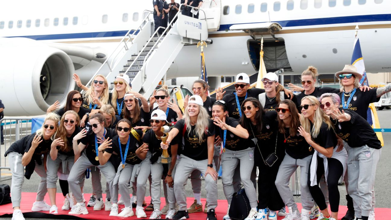 Toe Poke Daily: USWNT keep the party going ahead of whirlwind schedule 1