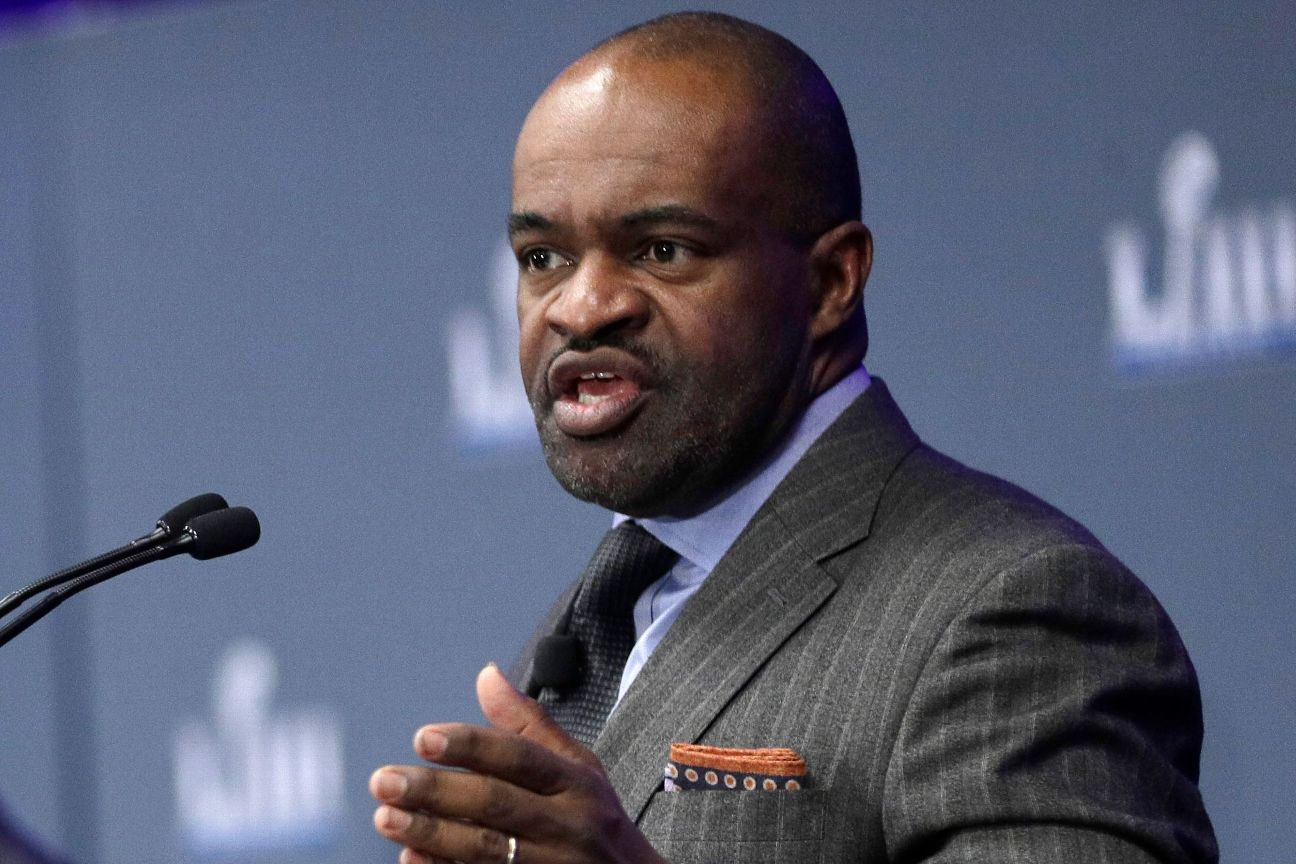 Sources: NFLPA tells agents to 'collude' on offers
