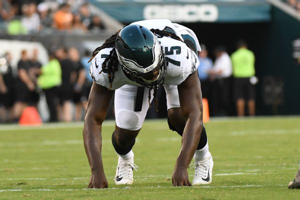 Eagles lock up DE Sweat with 3-year extension