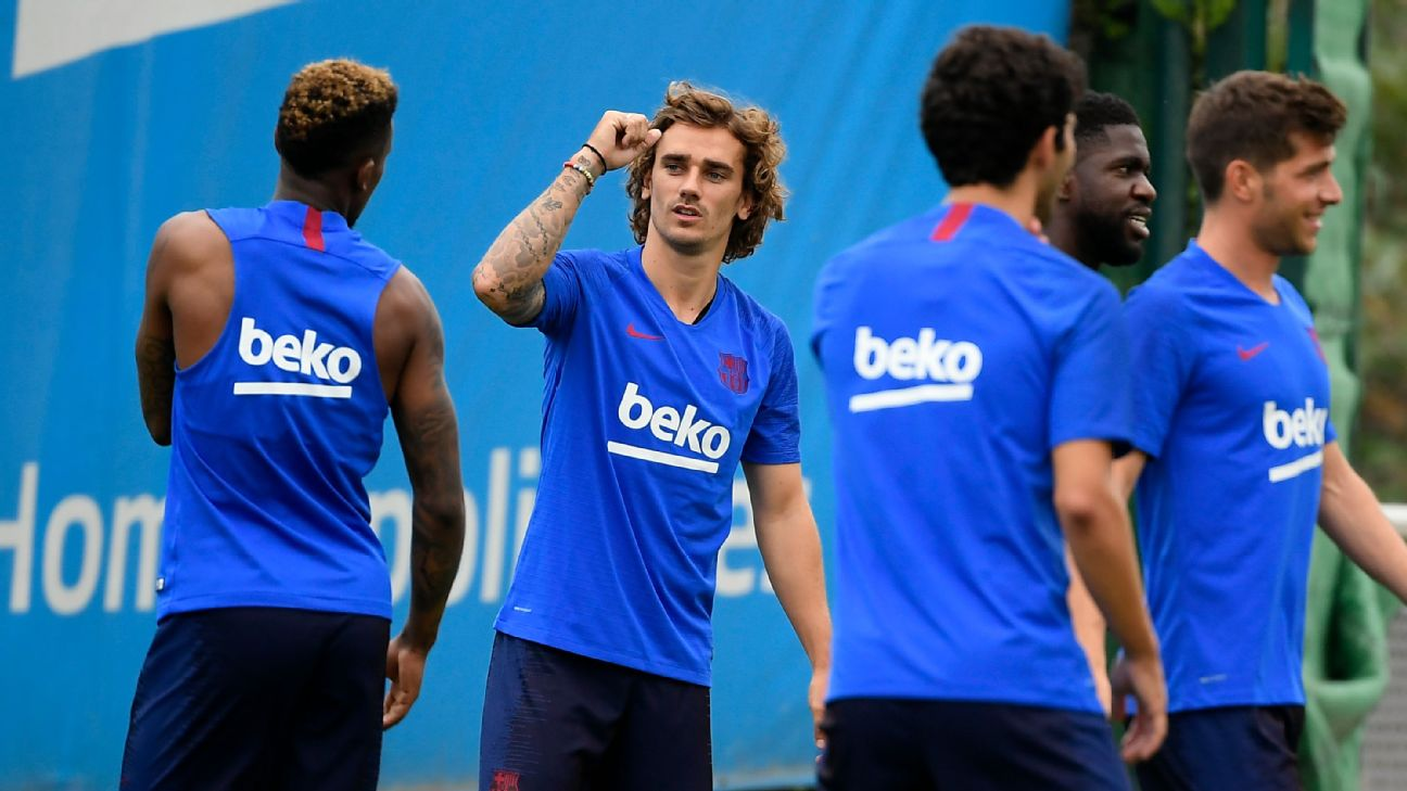 Barcelona's French forward Antoine Griezmann (C) gestures at teammates during a pre-season training session