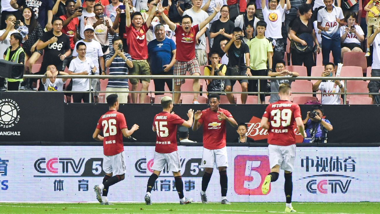 Anthony Martial #11 of Manchester United celebrates a goalwith teammates