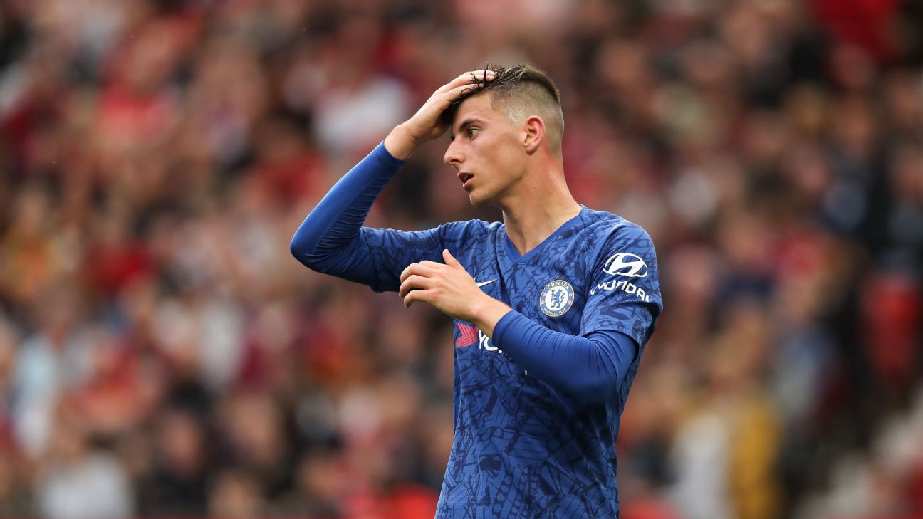 Mason Mount reacts during Chelsea's 4-0 loss to Manchester United in the Premier League on Sunday.